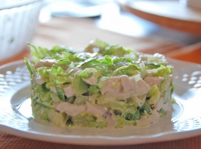 легкий салатик слоеный с куриной грудкой Любовное
