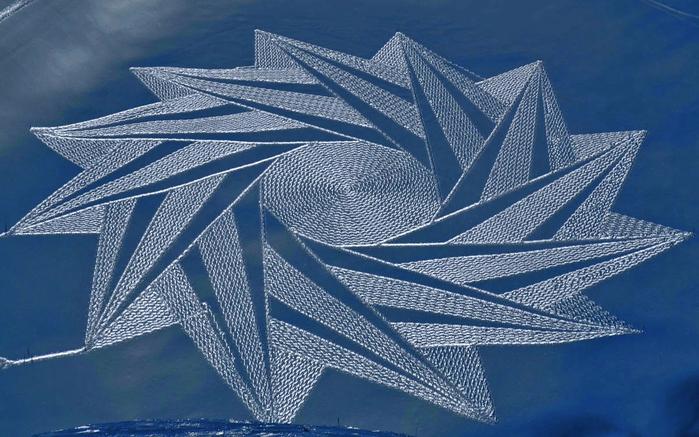 Саймон Бек рисунки на снегу 19 (700x437, 357Kb)