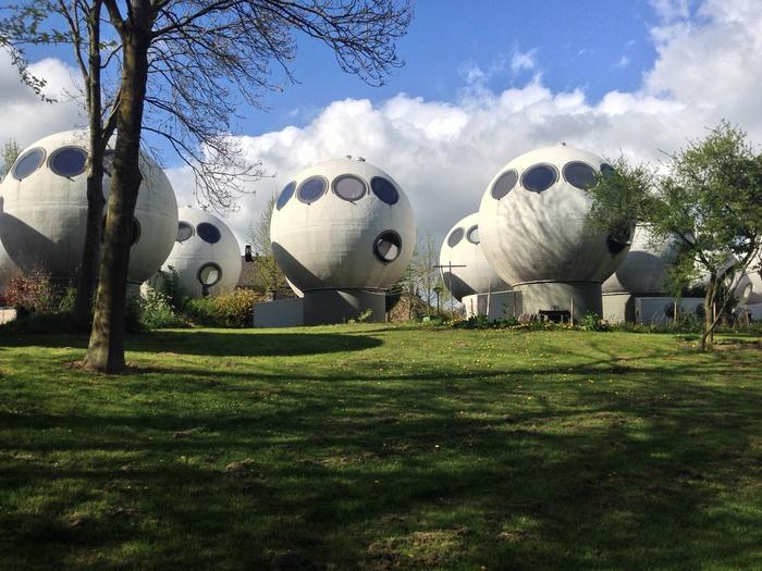 круглые дома в голландском городе Хертогенбос 2 (700x525, 432Kb)