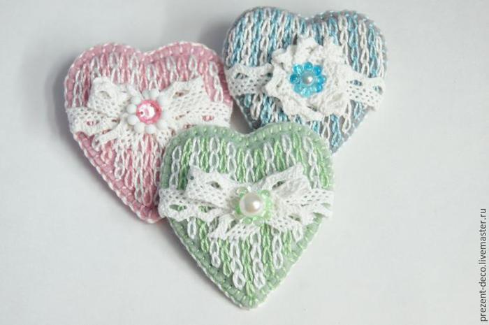 Уютные зимние броши «Сердечко». Имитация вязания вышивкой/1783336_151207192236 (700x465, 35Kb)