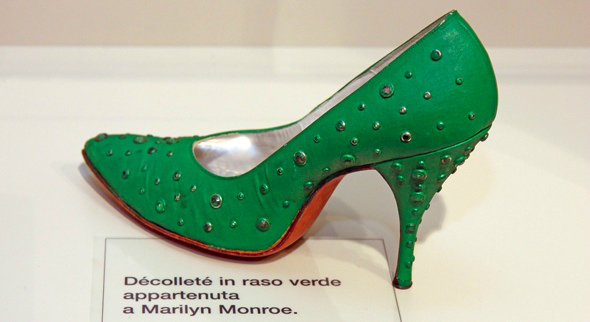Museo-Calzatura-Marilyn-Monroe2[1] (590x322, 149Kb)
