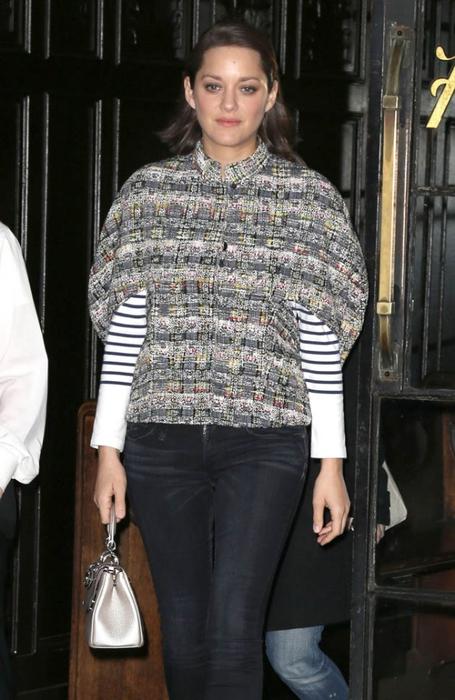 marion-cotillard-sweater-09dec15-05 (455x700, 225Kb)