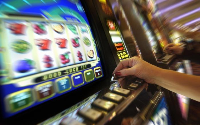 игровые автоматы онлайн/3085196_photography_casinowidescreen01_032560x1600 (700x437, 211Kb)