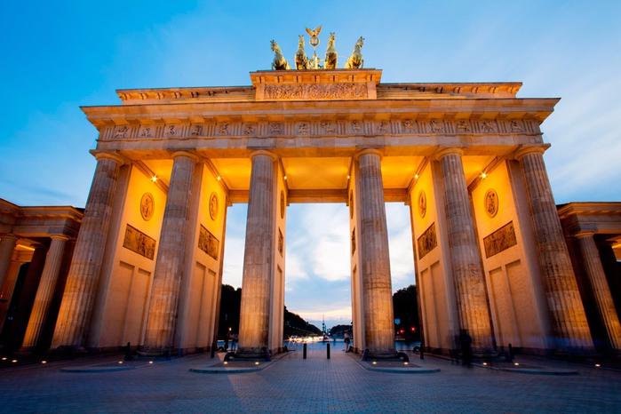 Берлин (Германия) - Бранденбургские ворота (700x466, 393Kb)