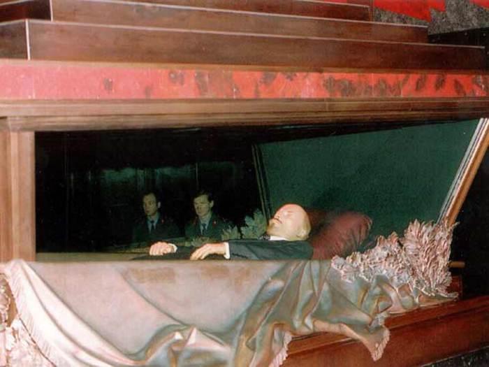 Ленин лежит в мавзолее на Красной площади/3241858_leninmausoleumsarcophagus04 (700x525, 41Kb)