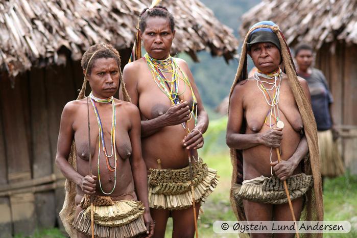Mek-tribe-new-guinea_2005_x4-12 (700x466, 425Kb)
