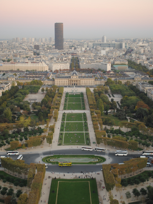 tour_montparnasse_and_champ-de-mars_view_from_the_third_floor_of_the_eiffel_tower (500x668, 213Kb)