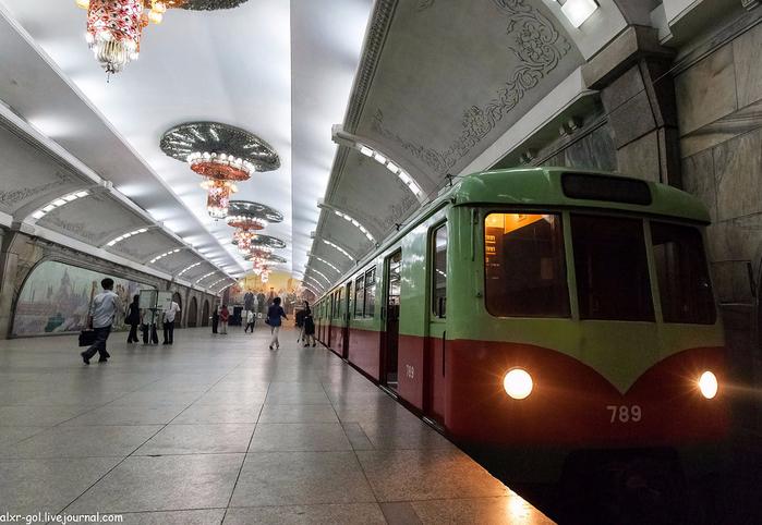 метро в пхеньяне фото 10 (700x482, 348Kb)