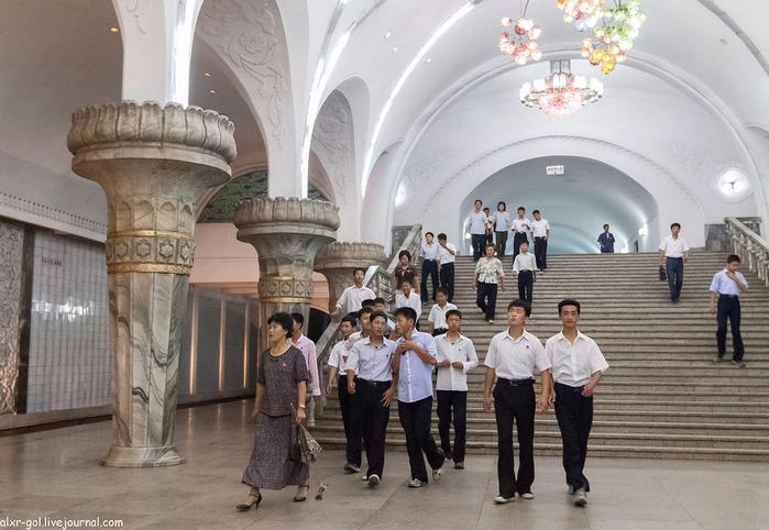 метро в пхеньяне фото 12 (700x482, 349Kb)