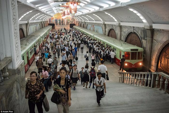 метро в пхеньяне фото 15 (700x471, 385Kb)
