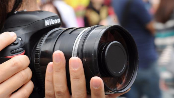 nikon_fotoapparat_ruki_80004_960x544 (700x396, 225Kb)