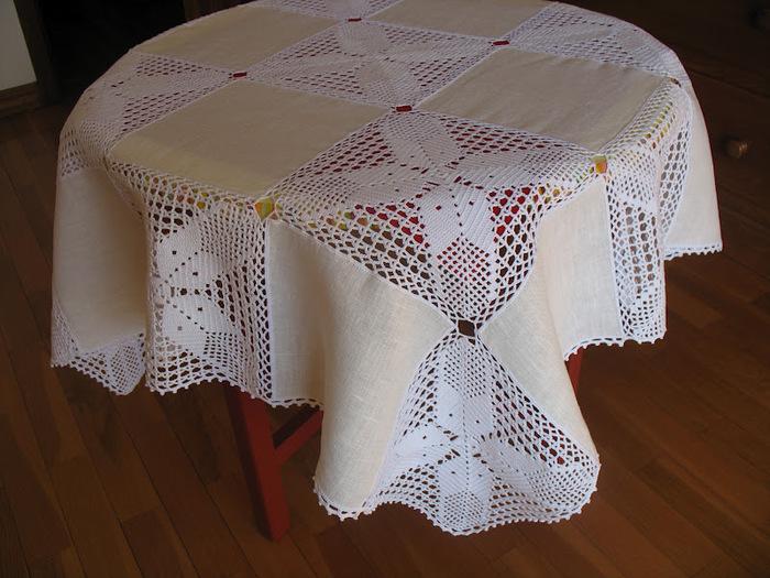 Красивые льняные скатерти из сочетания ткани и ажурного вязания/1783336_94832460_004 (700x525, 152Kb)