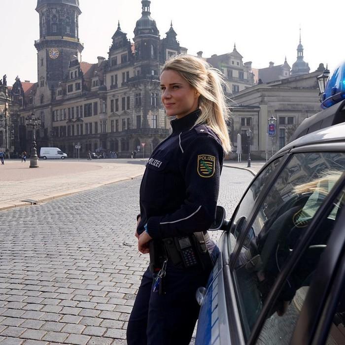 Девушку-полицейскую из Германии поклонники завалили признаниями в любви