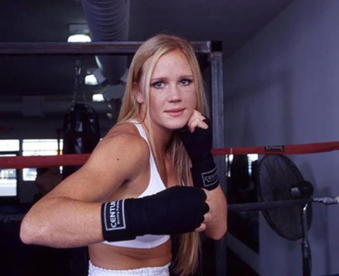 Самые красивые девушки Абсолютного бойцовского чемпионата