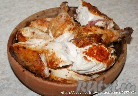 Готовые кусочки уложить в специальную грузинскую глиняную сковородку (форму), которая называется кеци. За неимением такой сковородки (формы) воспользуйтесь любой другой формой./5177462_dcc986a129 (450x313, 100Kb)