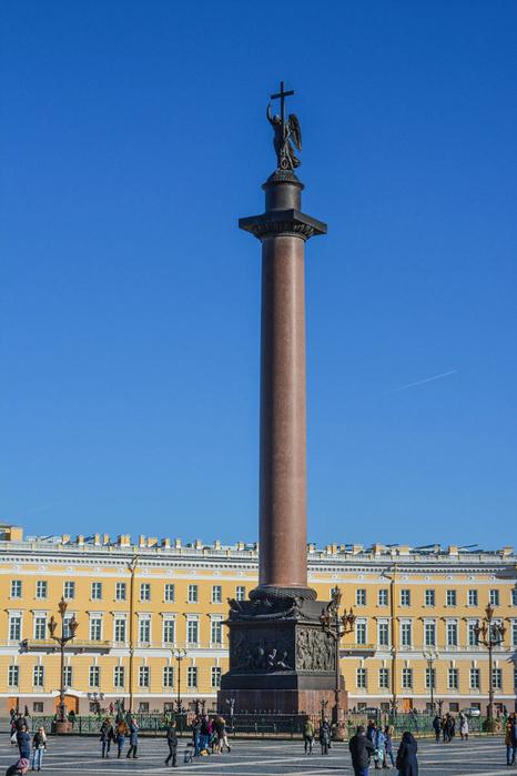 800px-Дворцовая_площадь,_Александровская_колонна (466x700, 337Kb)