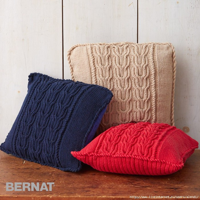 bernat-handicraftercotton-k-cableknittriopillows-web (700x700, 320Kb)