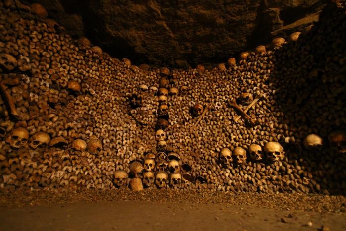 katakomby-parizha-kladbische-pod-nogami-10-foto_5 (700x466, 468Kb)