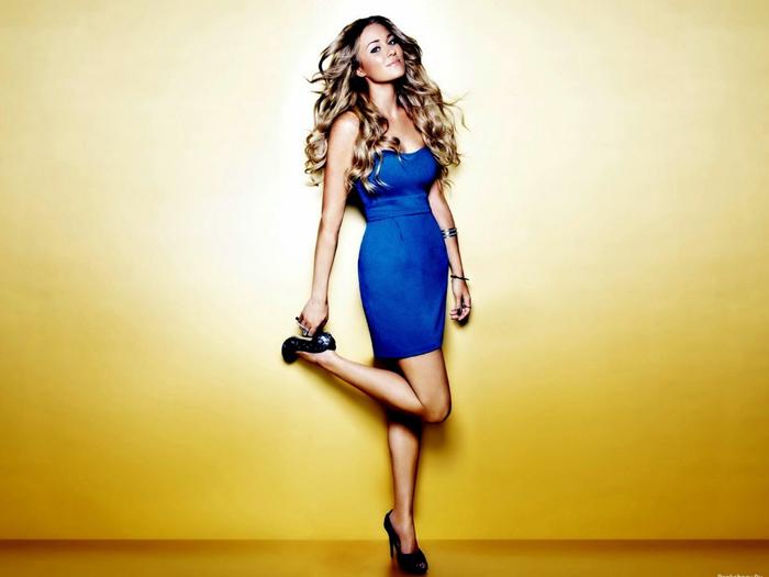 Фото красивой девушке на высоченных каблуках 3 фотография