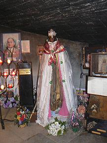 217px-Saintes-Maries-de-la-Mer_Sainte_Sara (217x289, 25Kb)