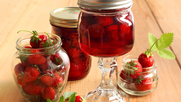 Food___Berries_and_fruits_and_nuts_Strawberry_jam_079651_ (700x393, 318Kb)
