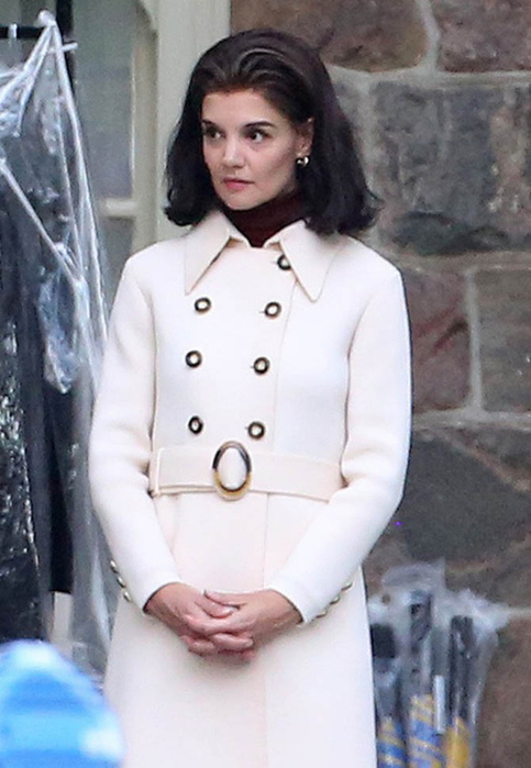 katie-holmes-kennedys-26may16-04 (483x700, 283Kb)