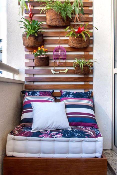 22. Уютная зона отдыха на маленьком балконе (468x700, 273Kb)