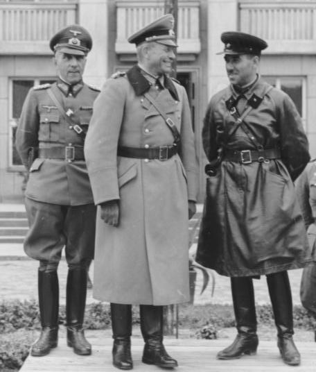 Armia_CzerwonaWehrmacht_23.09.1939_wspólna_parada (456x536, 31Kb)