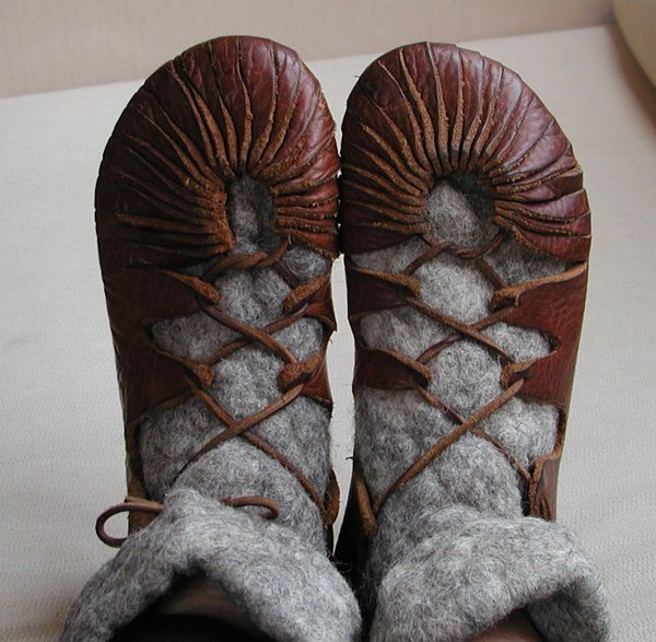 5539794_Viking_shoes_by_huldremor (600x587, 81Kb)