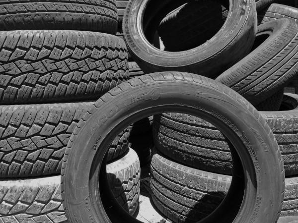 5972258_tiresblackandwhitewheelsvehiclecargarage (600x450, 382Kb)