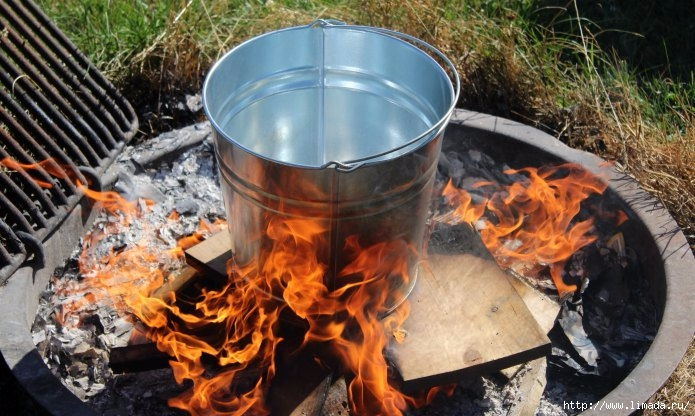 how-to-make-galvanized-bucket-look-old-burning (695x416, 230Kb)