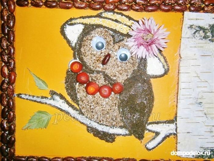 Детская поделка панно из семян и крупы «Сова»