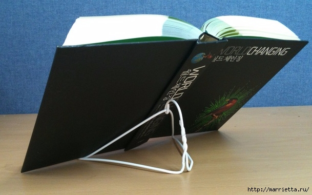 Из проволочной вешалки - подставка для книжки (1) (609x380, 133Kb)