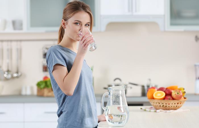как правильно пить воду/1499069379_kak_pravil_no_pit__vodu (700x450, 139Kb)