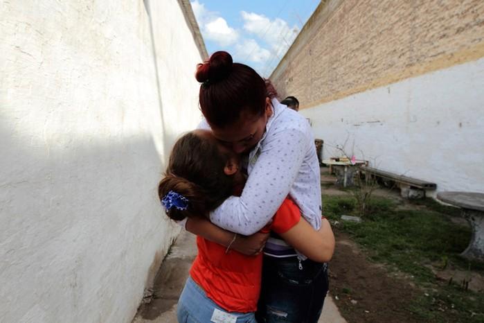 Тюремное воспитание: дети, родившееся во время заключения матерей