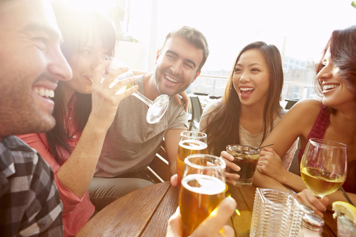 Group-of-Friends-Drinking-Beer (700x466, 325Kb)