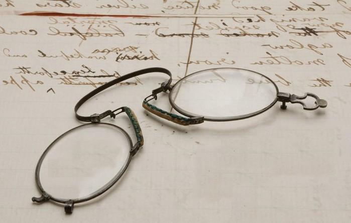 Кто сделал первые очки?