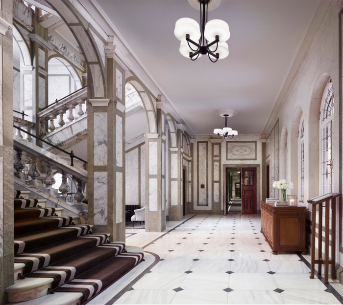 rosewood-london_grand-marble-staircase-1 (700x624, 413Kb)