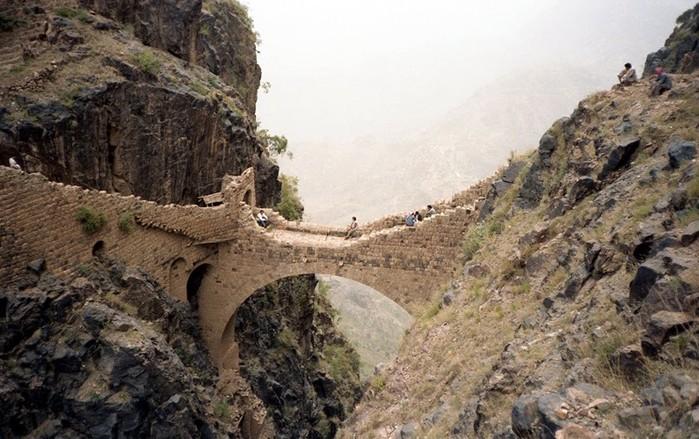 Кто построил первый мост?