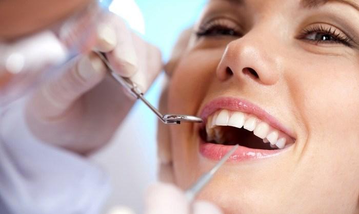 """alt=""""Как правильно выбрать зубной имплант?""""/3347825_Dentalnaya_implantaciya_ot_DentLux (700x418, 41Kb)"""