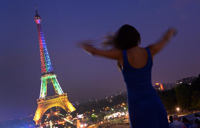 Эйфелева башня загорелась цветами флага ЮАР