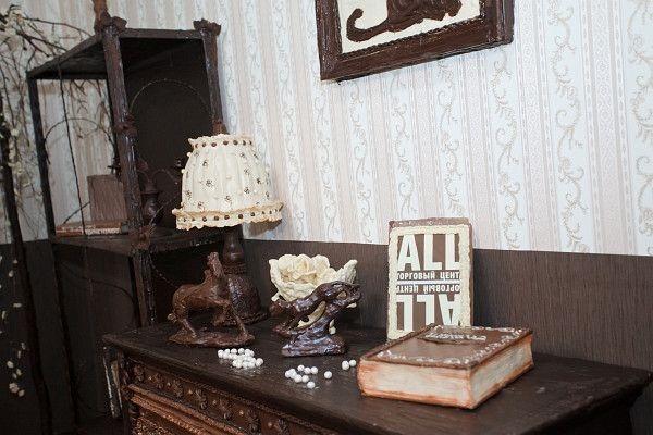 Елена Климент. Сладкая комната, мебель из шоколада...