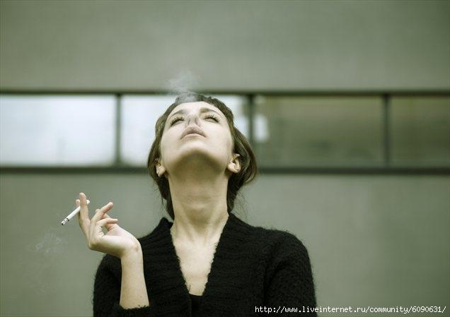 курящая (636x449, 81Kb)
