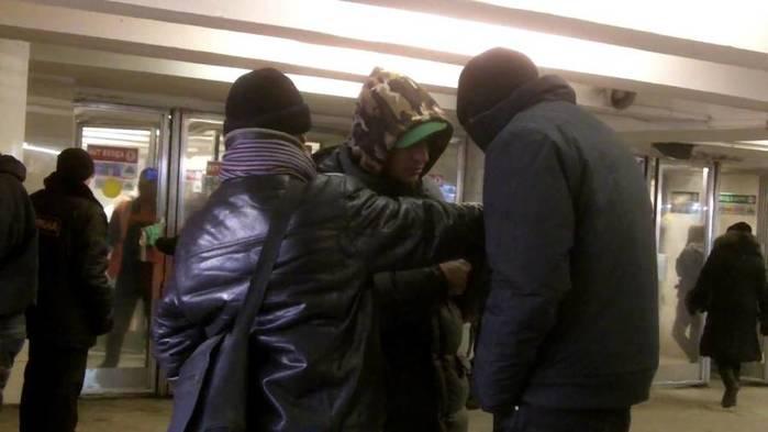 Пьяная драка в метро