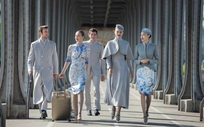 Все стюардессы завидуют новой форме китайской авиакомпании!