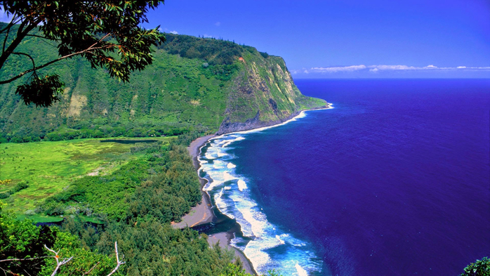 The Waipio Valley, Big Island, Hawaii (700x393, 389Kb)