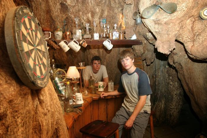 паб в баобабе Big Baobab Pub 9 (700x466, 396Kb)