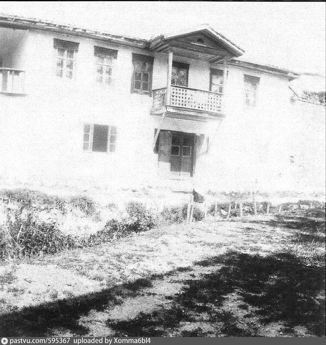Дом с балконом на правом берегу реки Чурук-Су. 1910 - 1920. Автор Боданинский Усеин Абдрефиевич (661x700, 343Kb)
