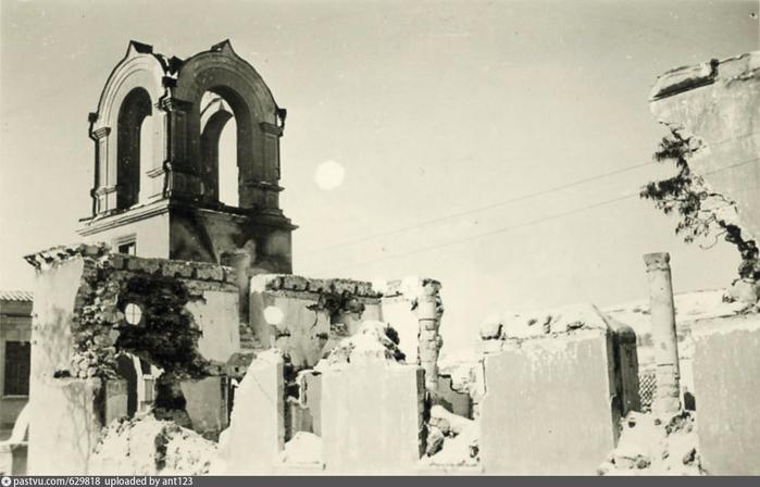 Бахчисарай. Старая церковь  Eine alte Kirche. 1941 (700x448, 233Kb)