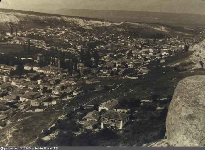 Бахчисарай. Общий вид на город сверху (700x511, 386Kb)